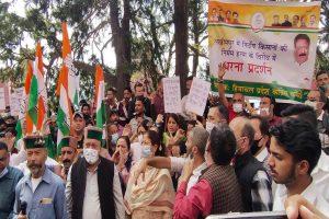 Cong stages protest over Lakhimpur Kheri violence, Priyanka Gandhi's arrest