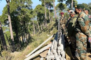 Army Chief takes first-hand assessment of prolonged counter-terror operation along LOC