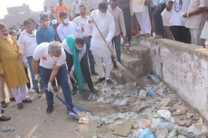 It is our resolve to make Delhi 'Garbage Free' and 'Water Safe': Adesh Gupta