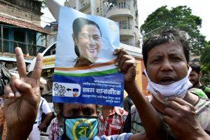Bhabanipur bypolls: Mamata Banerjee leading by 28,825 votes