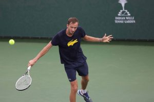 Medvedev advances to the fourth round after rain delay at Indian Wells