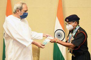 Odisha CM gives Rs.10 Lakh to World Record Holder