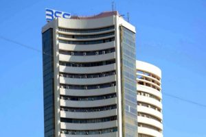 Lower oil prices, global cues lift equity indices; Sensex tops 500 pts
